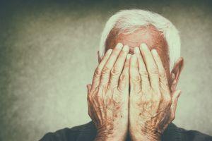 Captan a cuidador en hogar de ancianos en Michigan golpeando brutalmente a hombre de 75 años