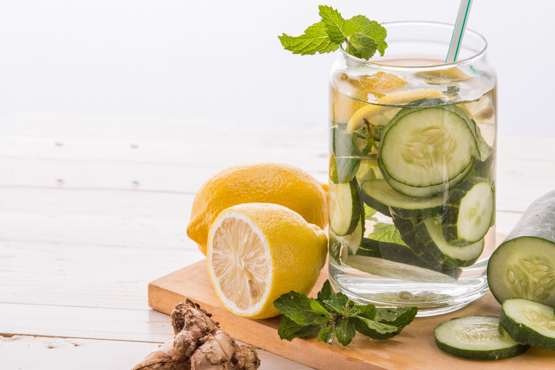 agua pepino limón