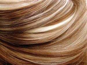 Los mejores productos para suavizar el pelo reseco por tener highlights