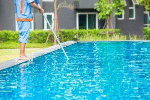 Tragedia de verano: padre se ahogó nadando con su hijo en piscina de hogar en Nueva York