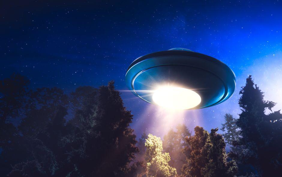 Captan supuesto OVNI durante transmisión en vivo de TV desde Italia