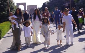El hijo menor de Kim Kardashian cumple su primer año y así lo celebra su famosa familia