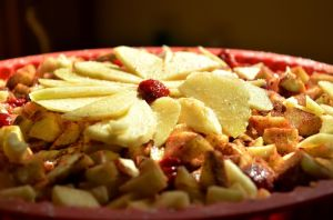 Cazuela de pan francés con fruta, desayuno ideal para toda la familia