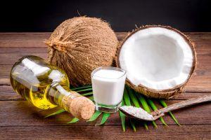 ¿Cuáles son los beneficios del aceite de coco para la piel y el pelo?