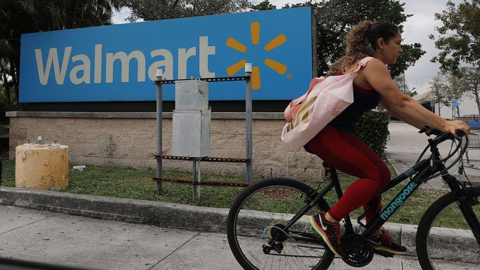 Los americanos están derrochando su cheque de estímulo en electrónicos y juguetes en Walmart y Target
