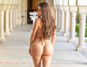 Demi Rose se anima a hacer topless en Instagram y elude la censura