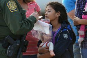 Coronavirus en EE.UU.: Las silenciosas tácticas para expulsar a más de 900 niños y adolescentes inmigrantes