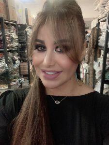 Inmigrante deportada regresa y crea zapatillas que honran a mujeres detenidas