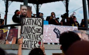Crímenes de odio contra hispanos aumentan en la era Donald Trump