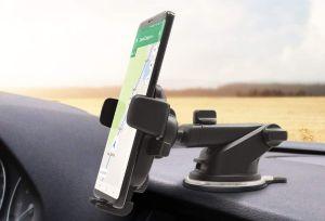 4 bases para celular que puedes tener en tu auto para hablar de manos libres