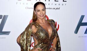 El descarado baile de Lis Vega con unos leggins ajustados le remarcaron toda la retaguardia