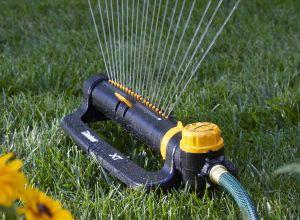 Los 5 mejores aspersores automáticos para cuidar tu patio sin gastar mucho dinero