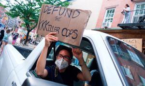 Nueva York desmantelará unidad policial acusada de usar tácticas agresivas contra minorías