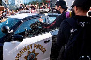 VIDEO: Patrulla de LAPD arrolla a un manifestante durante las protestas del domingo