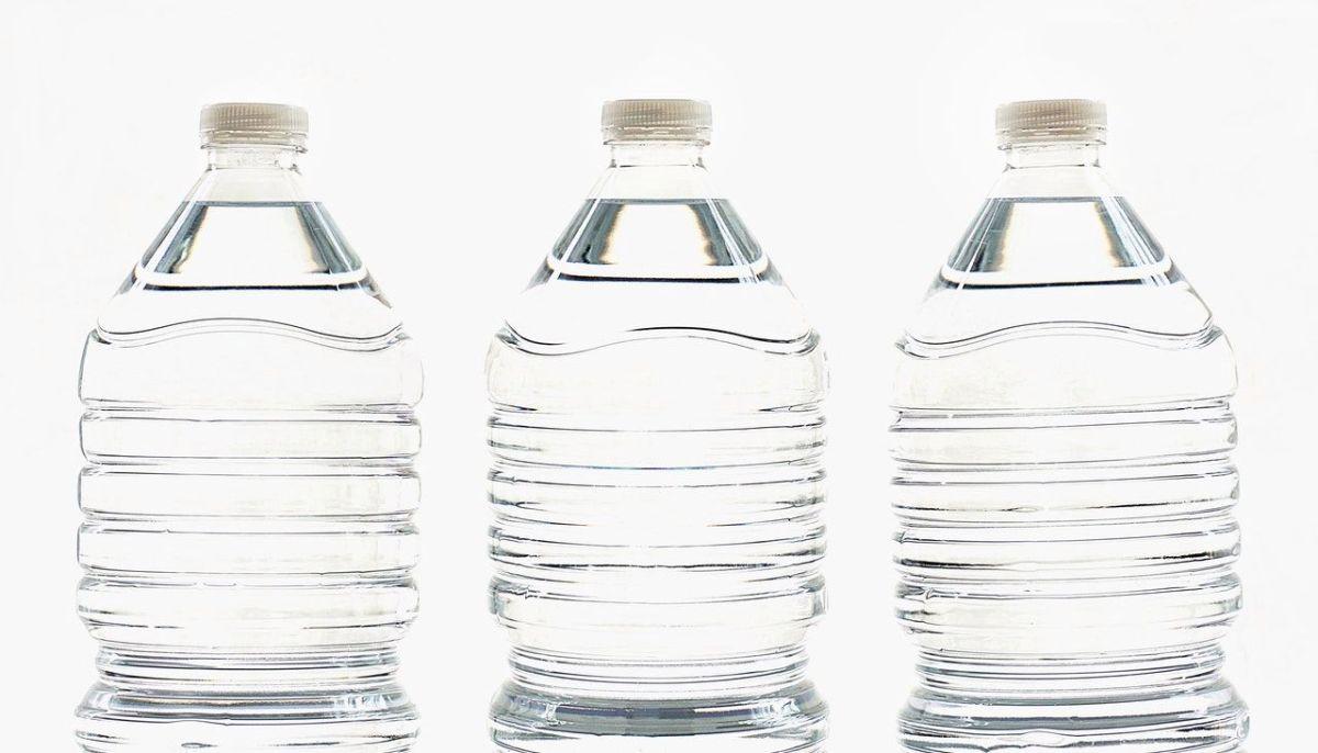 ¿Qué tan malo es reutilizar las botellas de agua de plástico?