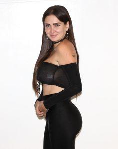 Celia Lora hizo estallar el Instagram con una pose sugerente mientras se desbordaban sus encantos vistiendo lencería transparente
