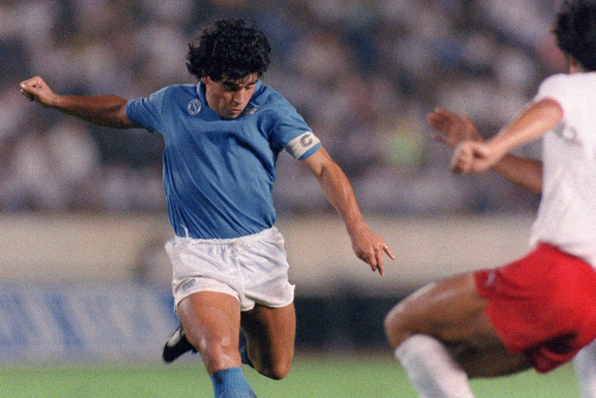 """Maradona apaga 60 velitas y pide tres deseos de cumpleaños, uno involucra al """"Chucky"""" Lozano"""