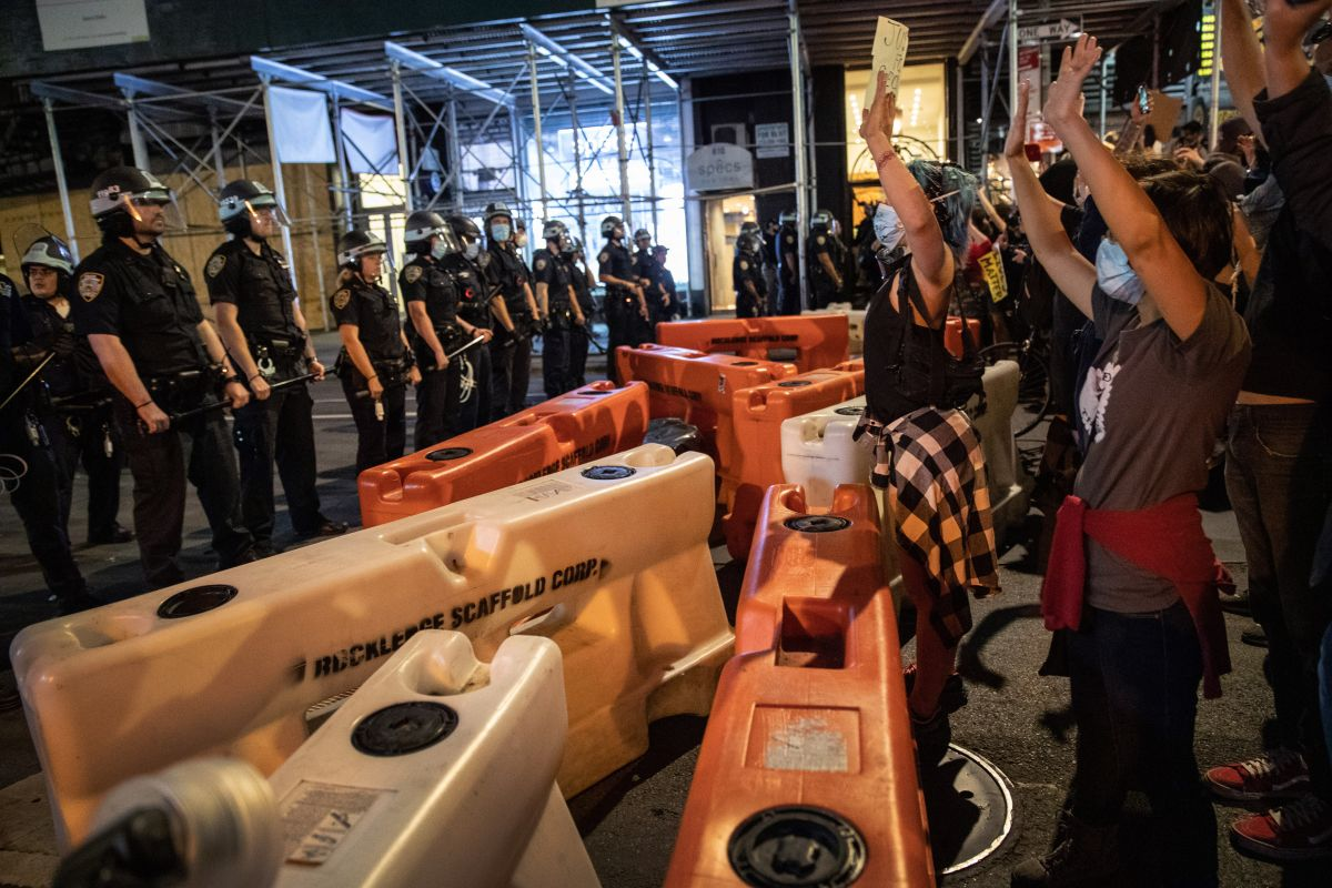 Gobernador Cuomo ordena el toque de queda en NYC desde esta noche