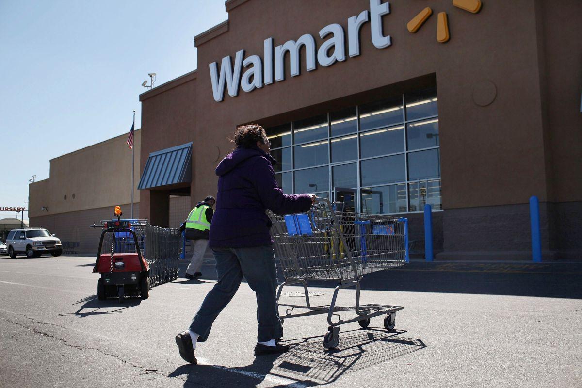 La política de Walmart ha suscitado críticas de discriminación racial.