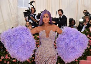 Kylie Jenner caldea Instagram mostrando sus atributos en tanguita