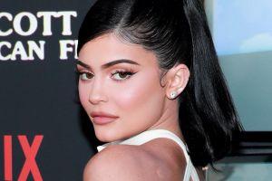 """El personal de la fábrica que produce el maquillaje de Kylie Jenner """"tiene prohibido mirarla"""""""