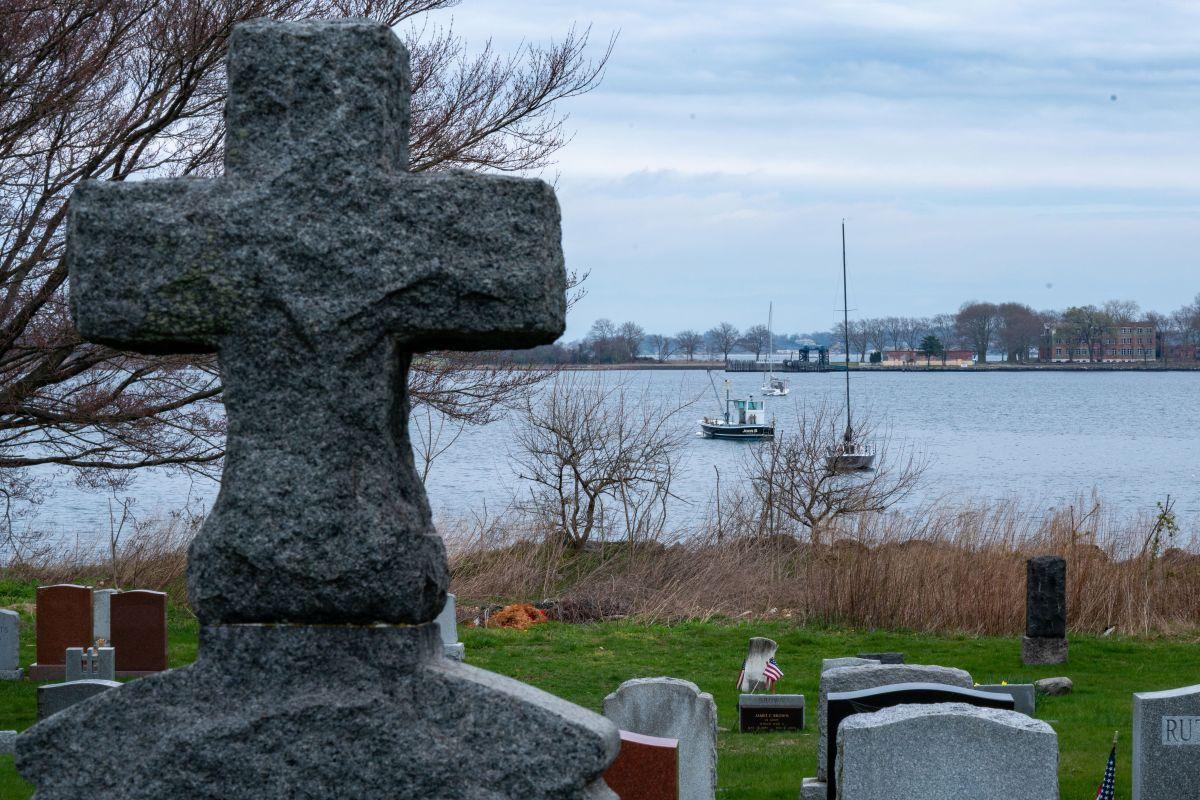 Centenares fallecidos por coronavirus en NY fueron enterrados en Hart Island.