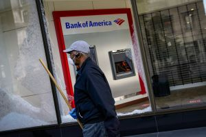 Bank of America promete donar $1,000 millones de dólares para ayudar a pequeñas empresas y apoyar a comunidades vulnerables