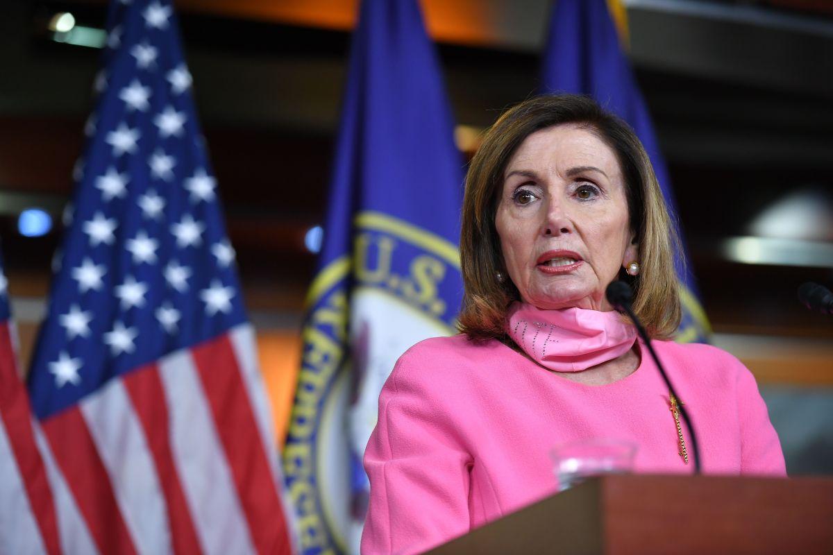 Nancy Pelosi dice que ya se acordó cheques de estímulo en plan que discute con portavoces de la Casa Blanca