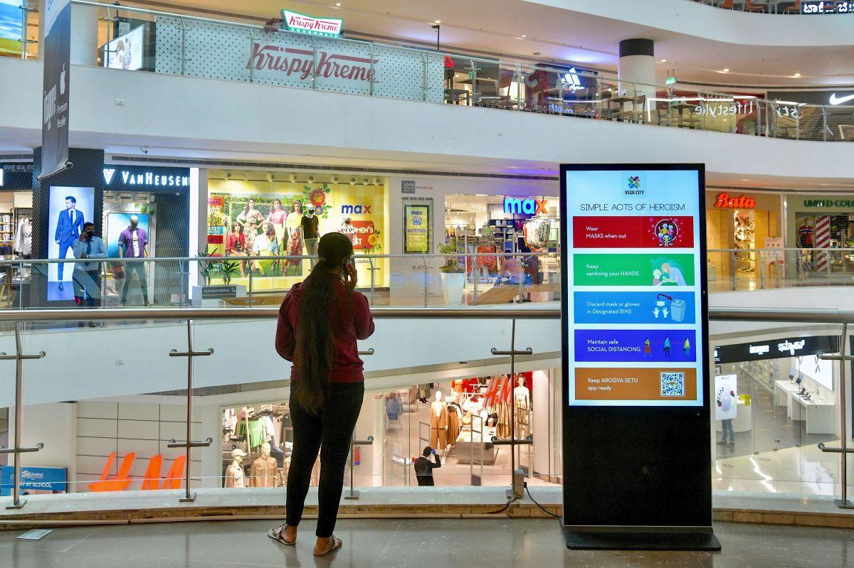 Un tercio de los centros comerciales en Estados Unidos desaparecerán el próximo año, advierte un exejecutivo de Macy's