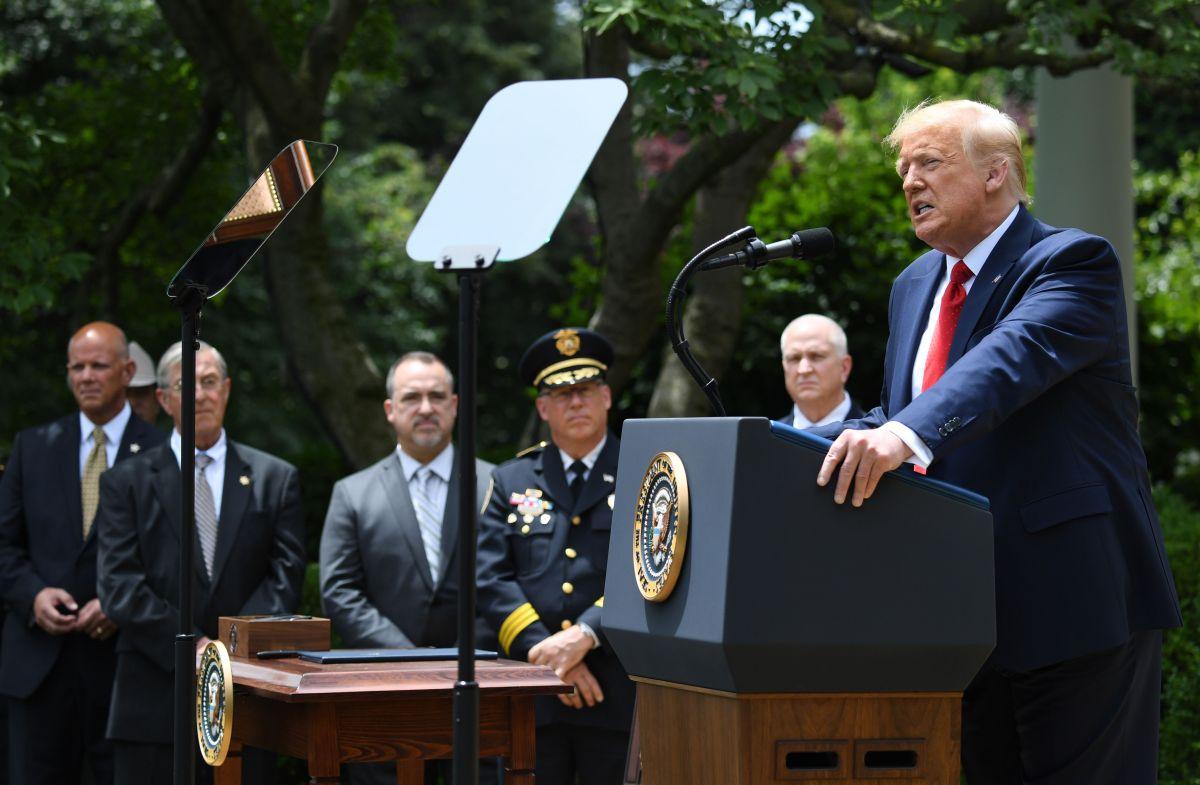 """Trump rechaza desmantelar fuerzas policiacas y propone reforma para evitar """"agentes malos"""""""