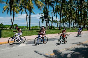 Muere un ciclista de Miami al chocar contra un vehículo de la policía