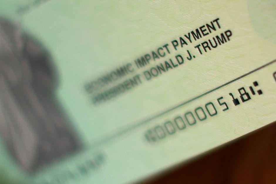 Trump acusa a los demócratas de 'retener' los nuevos cheques de estímulo listos para ser enviados