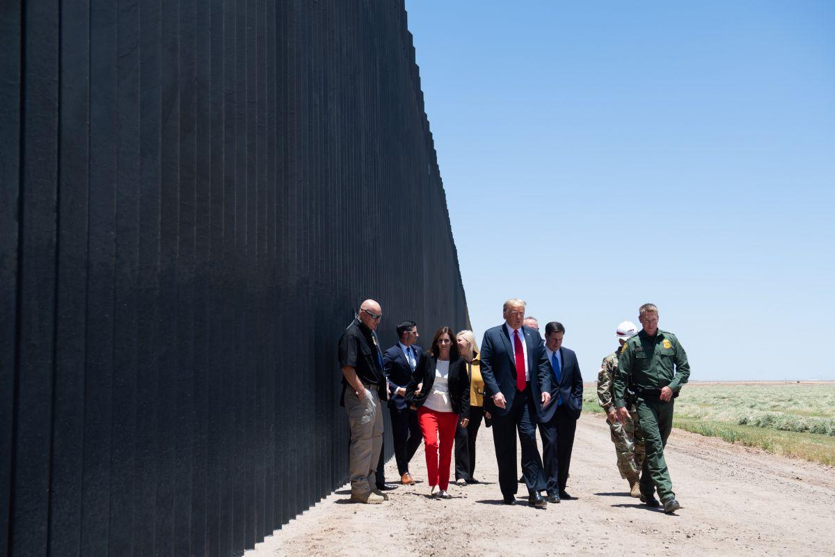 Trump dice que su muro detuvo al coronavirus en Estados Unidos
