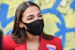 Alexandria Ocasio-Cortez gana las primarias del Congreso en Nueva York