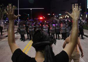 El emotivo video de una activista en las protestas de Miami que ha conmovido a la Casa Blanca