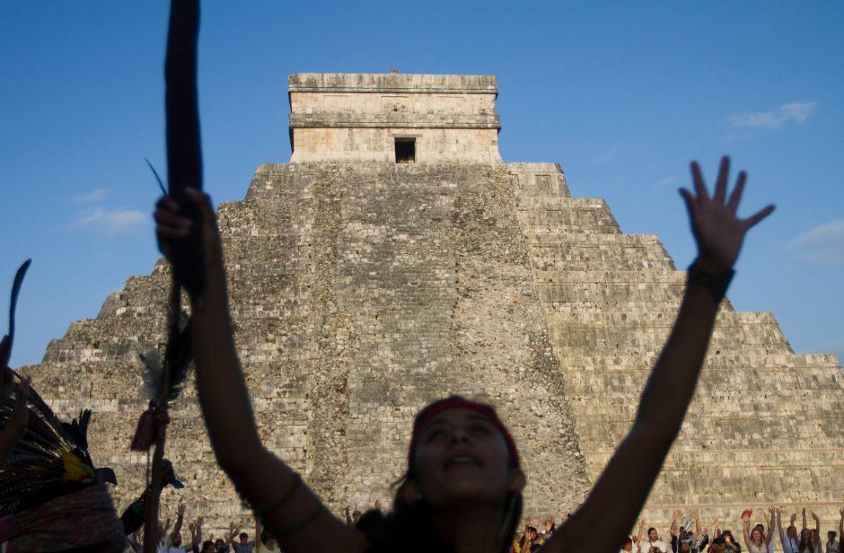 Nueva lectura de calendario maya marca el fin del mundo la siguiente semana