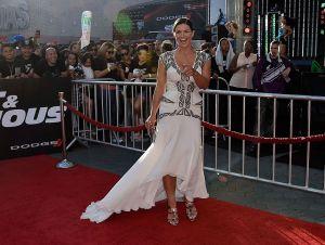 Gina Carano, leyenda de las artes marciales mixtas, incendia las redes con sensual fotografía en topless