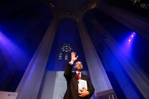 Carlos Ruiz Zafón ingresa con honores en su mítico Cementerio de los Libros Olvidados