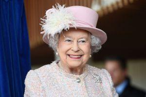 Revelan primera imagen de Imelda Staunton como la nueva reina Isabel II en 'The Crown'