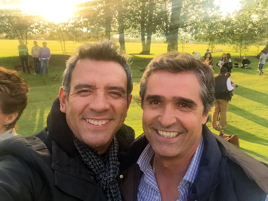 Héctor Sandarti junto a Bernardo Gómez