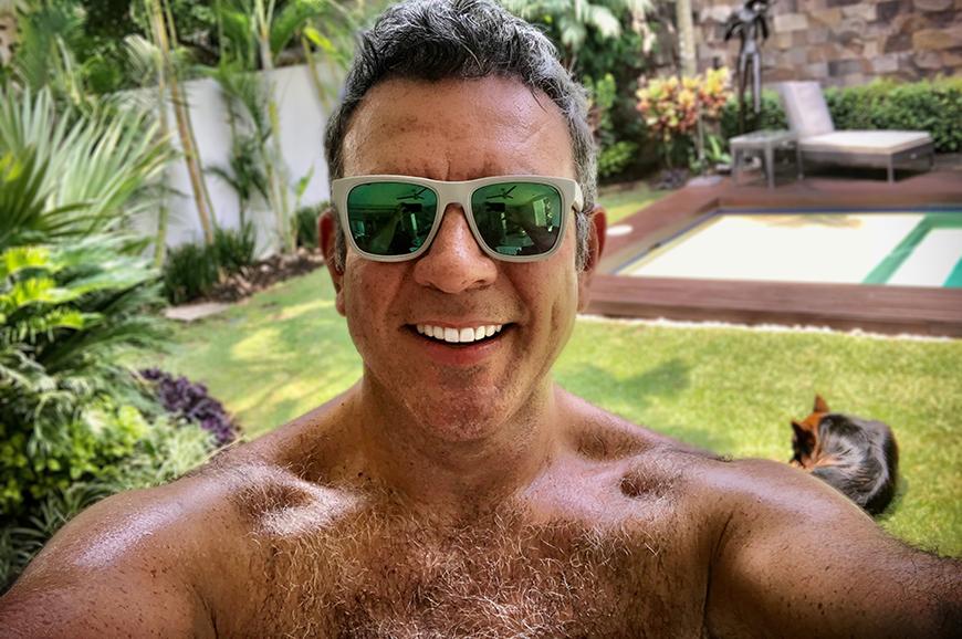 Héctor Sandarti se salva de milagro: Se incendia el depa donde vacaciona