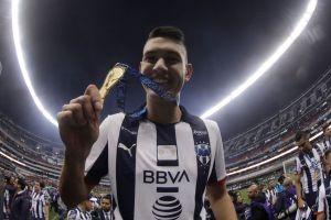 """César Montes podría ser el próximo mexicano en el fútbol de Europa, reportan que tendría """"medio cuerpo"""" en el Valencia"""