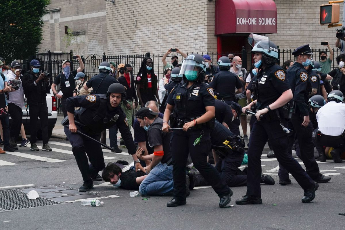 Instan a neoyorquinos a conocer sus derechos a manifestarse ante posibles protestas tras elecciones
