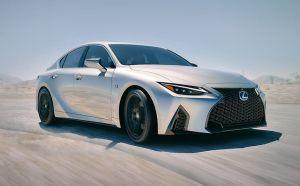 Ahora es posible subirte al Lexus IS 2021 con una app de realidad aumentada desde tu smartphone