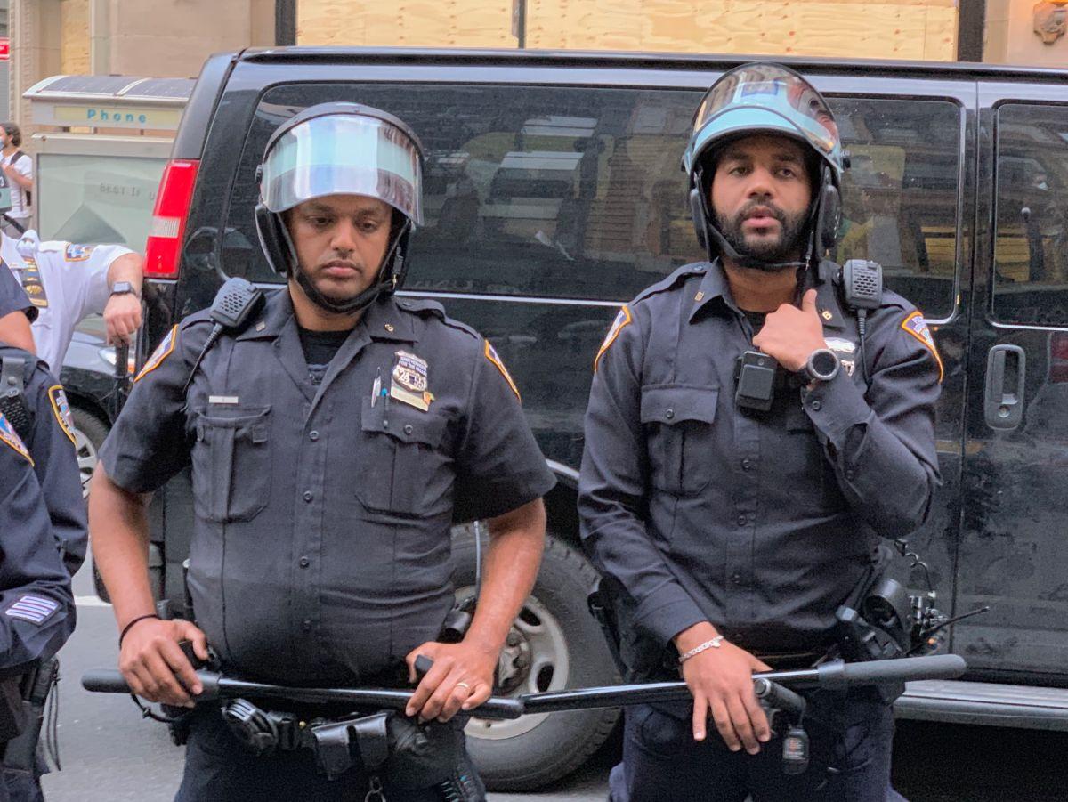 """Alcalde De Blasio anuncia más cambios """"históricos"""" en el Departamento de Policía de NYC"""