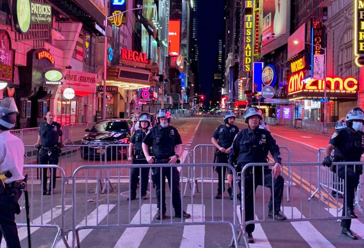 Alcalde extiende toque de queda en NYC hasta el domingo y descarta usar la Guardia Nacional