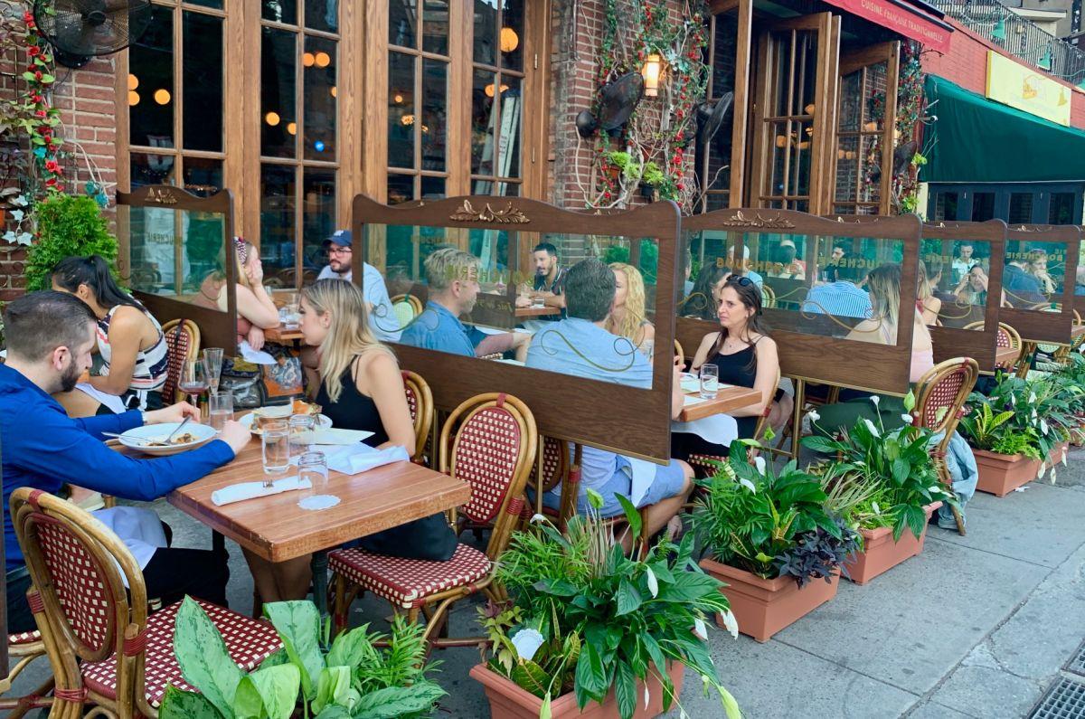 Autoridades ponen 'freno' a la reapertura interna de restaurantes en NYC prevista en la Fase 3