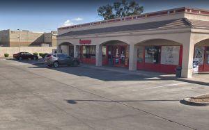 """Estación de gasolina prohíbe entrada a la """"Karen"""" que recibió bofetada en Arizona"""