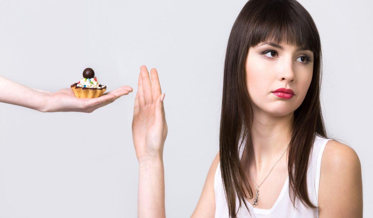 Lo que sucede en el cuerpo al comer snacks todo el día