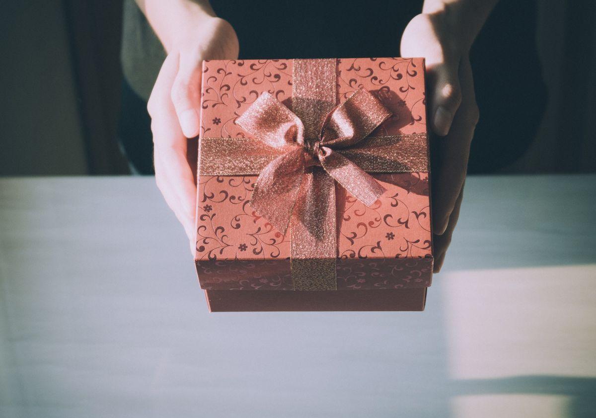 La conmovedora reacción de un padre al recibir un regalo muy especial por parte de su hija